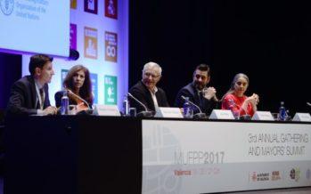 Joan Ribó dóna la benvinguda als participants en la Cimera del Pacte de Milà
