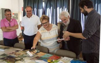La ONG CERAI dona 500 libros sobre agroecología a la Escuela de Capataces de Catarroja