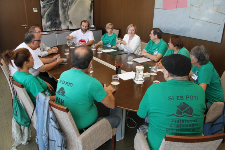 Salvador firma con la PAH un documento para tramitar en el Congreso la Ley Estatal de Vivienda