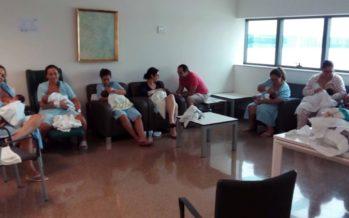 Más de 200 madres han asistido a los talleres de lactancia materna del Hospital La Fe