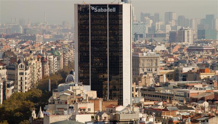 Banco Sabadell podría decidir esta tarde trasladar su sede social a Alicante.