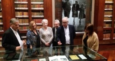 Se restauran documentos de la biblioteca personal de Juan Negrín