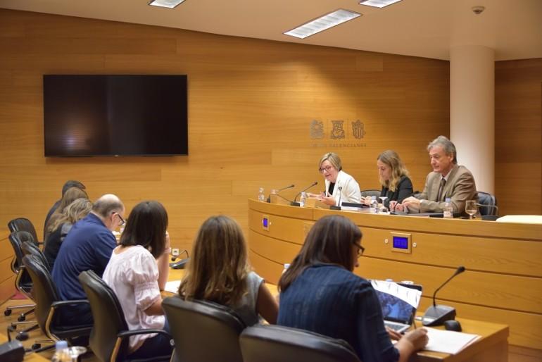 Mª José Salvador informa sobre las autovías valencianas.