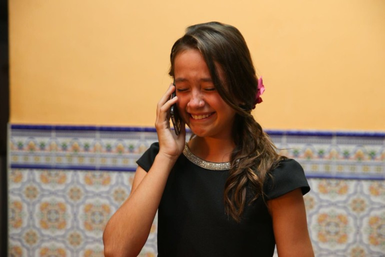 Daniela Gómez, emocionada al teléfono con Ribó.