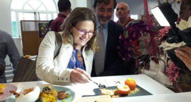 Elena Cebrián felicita el CRDO Caqui Persimon per la seua qualitat