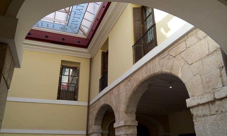 Palacio de Cervelló. Patio interior.
