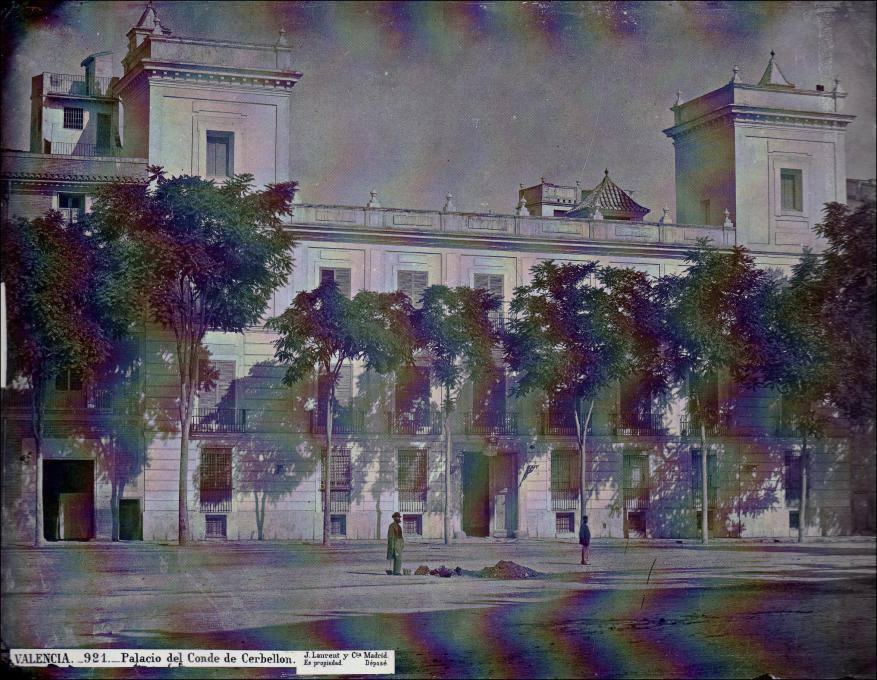 Fotografía del Palacio (1870) tomada por Jean Laurent Minier (1816-1886). Foto: Wikipedia: https://en.wikipedia.org/wiki/en:Jean_Laurent_(photographer)