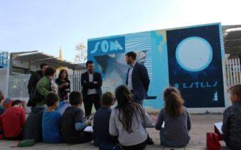 Marzà visita en Castellón el proyecto Pintaescola: doce artistas, doce escuelas