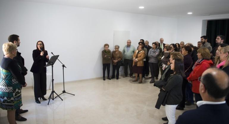 Mª Josep Amigó en la antigua casa del maestro de El Rebollar. Foto: Abulaila