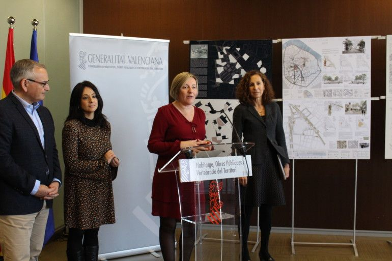 María José Salvador presentó las tres propuestas seleccionadas para la reurbanización de la plaza de Burjas
