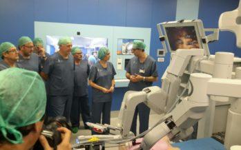 El General de València realiza la primera operación con cirugía robótica de la Comunitat