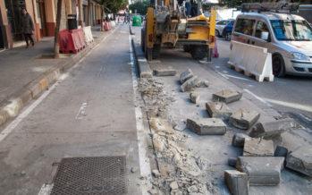Grezzi elimina los márgenes de los carriles bici en zonas de aparcamiento en cordón