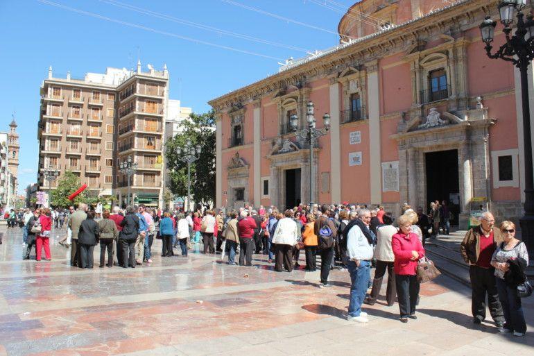 La plaza de la Virgen de València concentra bajo sus losas el centro neurálgico del antiguo casco urbano de la ciudad romana