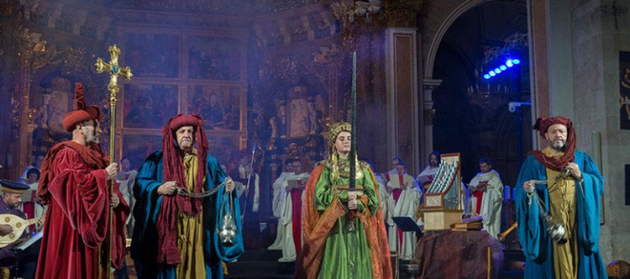 La Catedral de València se llena para la escenificación del Cant de la Sibil.la