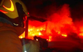 Se produce un incendio en una nave de reciclaje de escombros de Algemesí