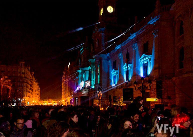 Festa de la Nit de Cap d'Any 2016 en la plaça de l'Ajuntament. Foto: Manolo Guallart.