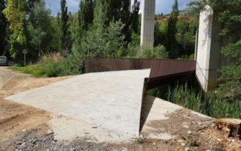 Ademuz estrena el puente construido para facilitar el trabajo de los agricultores