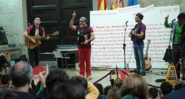 Dani Miquel llena de niños y música en valenciano el Palau de la Generalitat