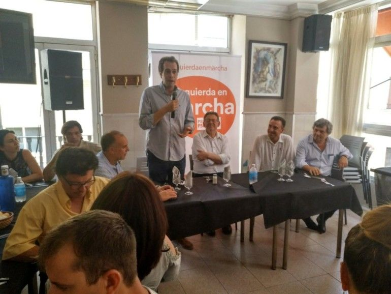 Lucas Ferrando, el último por la derecha, en un acto del PSPV.