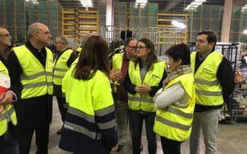 Mónica Oltra visita la planta Koopera Mediterránea en Riba-roja del Túria