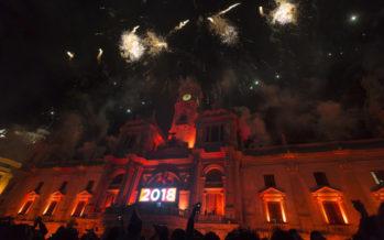 La plaza del Ayuntamiento de València despidió 2017 a lo grande