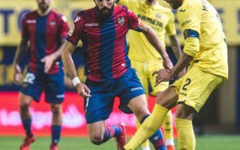 Roger vuelve y marca, pero el Levante pierde en Villarreal (2-1)
