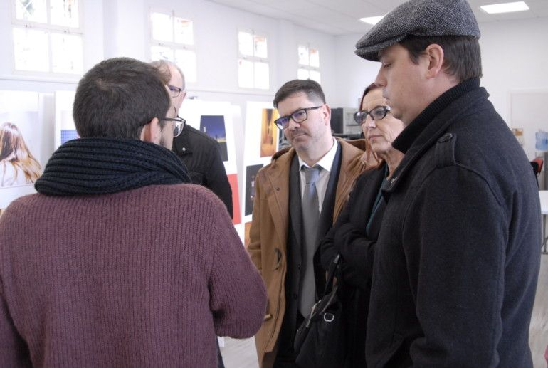 Francesc Salom, Emili Altur, Maria Josep Amigó i Ivan Martí durant la visita al Casal Jove de Carcaixent