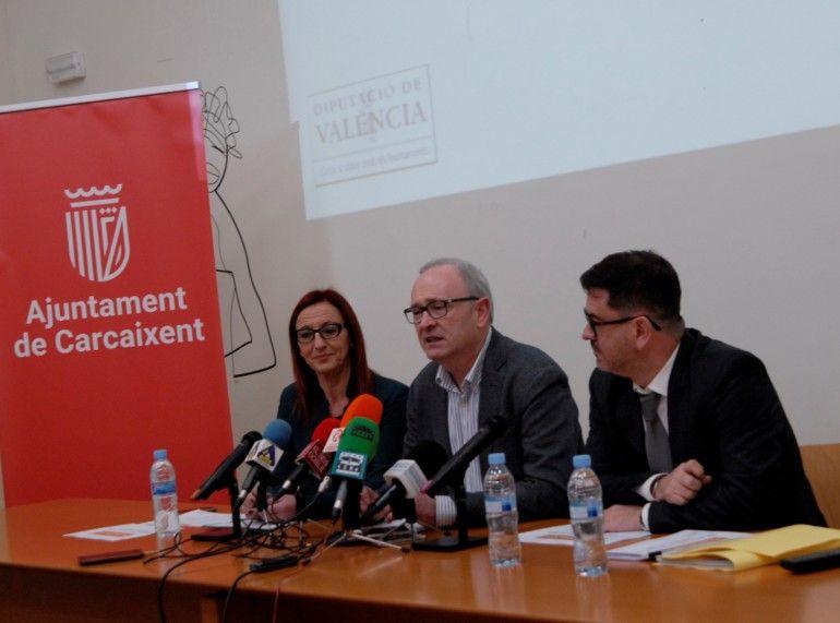 Maria Josep Amigó, Francesc Salom y Emili Altur durante la presentación del SOM