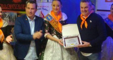 Rocío Gil entrega a Sueca – Literato Azorín el premio al mejor ninot turístico