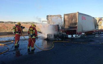 Un nuevo accidente entre dos camiones cierra un carril de la A-3