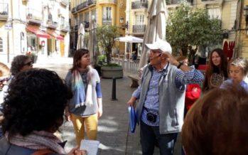 Más de 200 personas participan en los paseos por la València de las mujeres