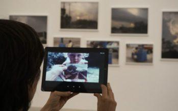 Mirar una exposición con ojos cinematográficos: la última propuesta de Bombas Gens