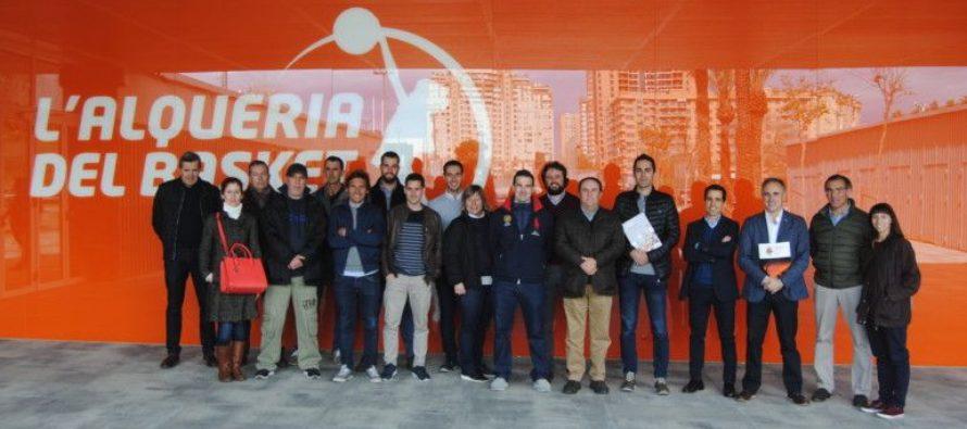 Los gestores deportivos visitan L'Alqueria del Basket