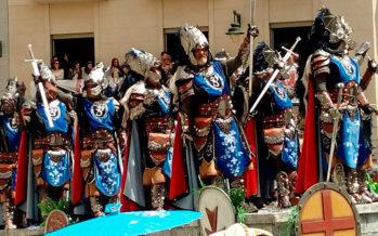Multitudinario domingo de Moros y Cristianos en Alcoi