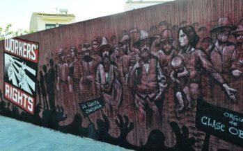 Espinar y los Wall Arttitude 'visten' la escultura del Primero de Mayo en Cheste