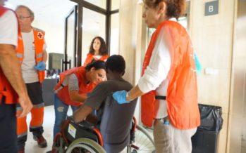 Cruz Roja atiende a las personas llegadas en el Aquarius