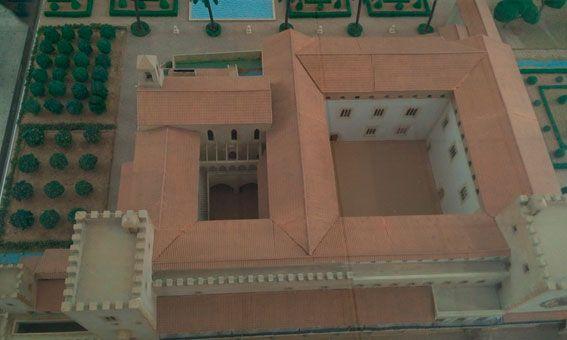Vista aérea en la que se diferencian bien separados los aposentos del Rey y la Reina (los del patio más pequeño).