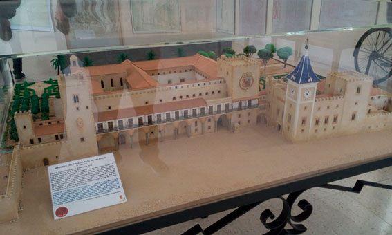 Vista general del palacio en su época tardía y máximo esplendor a partir del siglo XV después de ser remodelado por el rey Alfonso el Magnánimo y donde fijaría su residencia la reina María de Castilla.