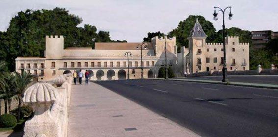 De no haber sido demolido, el Palacio del Real de Valencia se vería así en la actualidad desde el puente del Real.