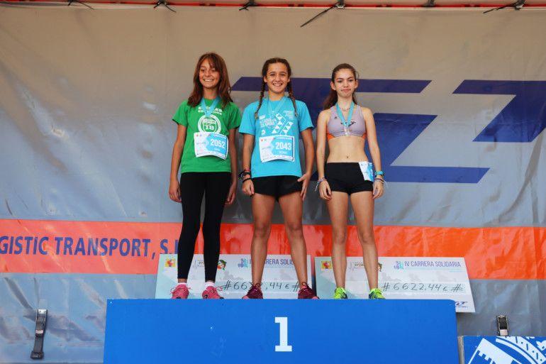 Podio de la carrera femenina en categoría juvenil. Mar (3ª), Sonia (1ª) y Miriam (2ª)