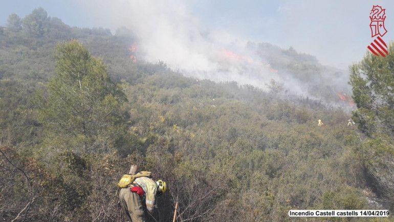 incendio castell de castells bomberos
