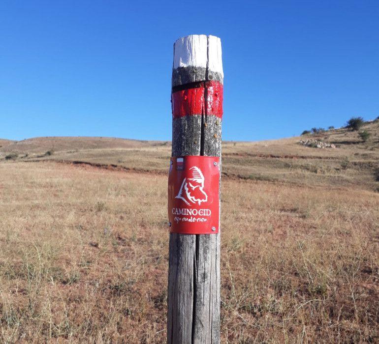 l Consorcio Camino del Cid ha comenzado la campaña de mantenimiento, revisión y conservación de la señalización senderista