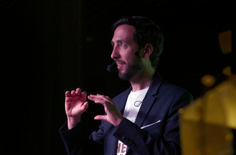 David Blay, impartiendo una conferencia.