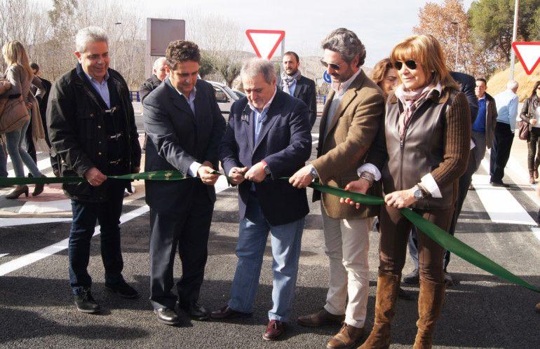 El president de la Diputació de València en época del PP, Alfonso Rus, inaugurà la variant nord i començà els tràmits per a construir la variant sur.
