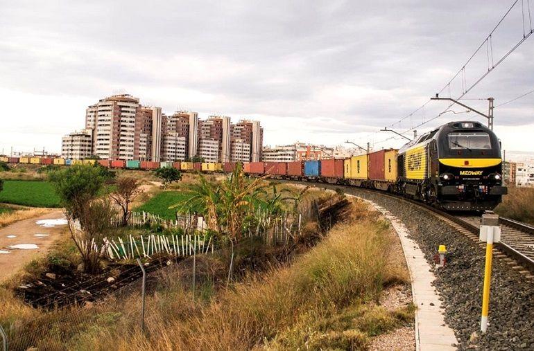 Tren MEDWAY, entrando a Valencia Fuente de San Luis