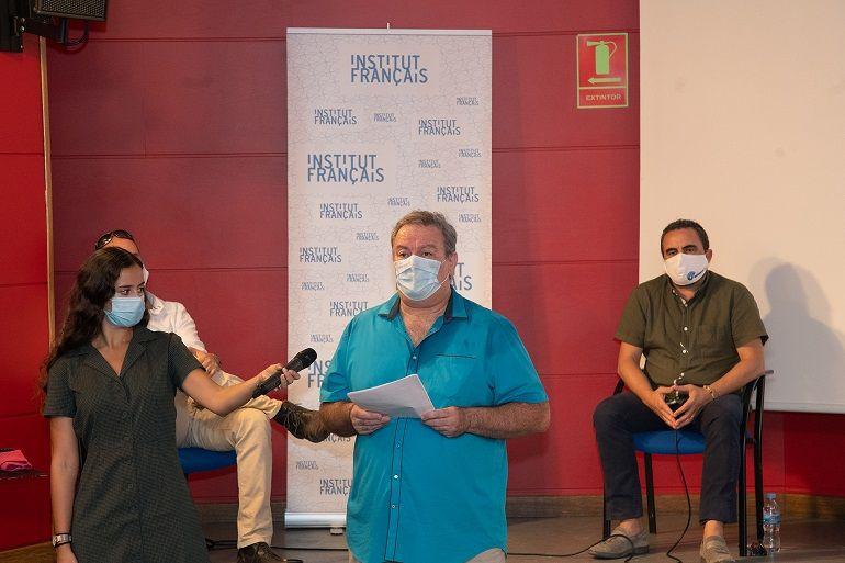 Nuestro director, Javier Furió, fue el encargado de presentar el proyecto ante los medios de comunicación congregados en el Instituto Francés.