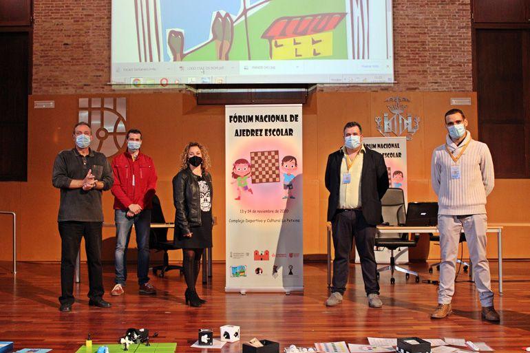 (de izq a Dcha.) Javier Martínez, Gustavo Martínez, Empar Sastre, Alberto Tortosa y Sergio Fernández