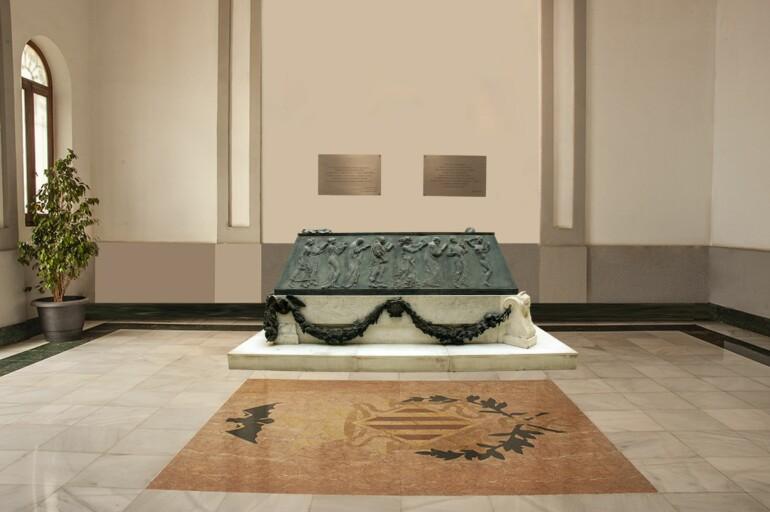 Figuración virtual de la ubicación definitiva del sarcófago, en el vestíbulo de la entrada principal del Cementerio General de València